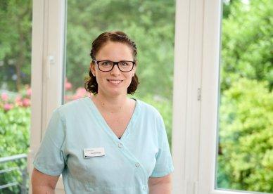 Jennifer Borger – Zahnmedizinische Prophylaxeassistentin, Parodontitisbehandlung, unterstützende parodontale Therapie, professionelle Zahnreinigung, Kinderprophylaxe