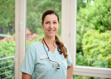 Laura Sauer – Dentalhygienikerin, Parodontitisbehandlung, unterstützende parodontale Therapie, professionelle Zahnreinigung, Kinderprophylaxe