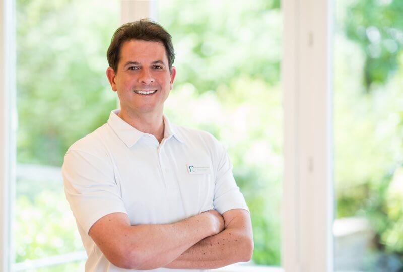 Zahnarzt Dr. Haske aus Siegburg verwendet die DVT für eine Versorgung mit Zahnimplantaten